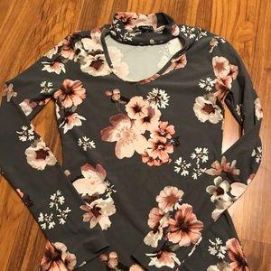 💥RUE21 buttery soft keyhole Shirt Size XS💥